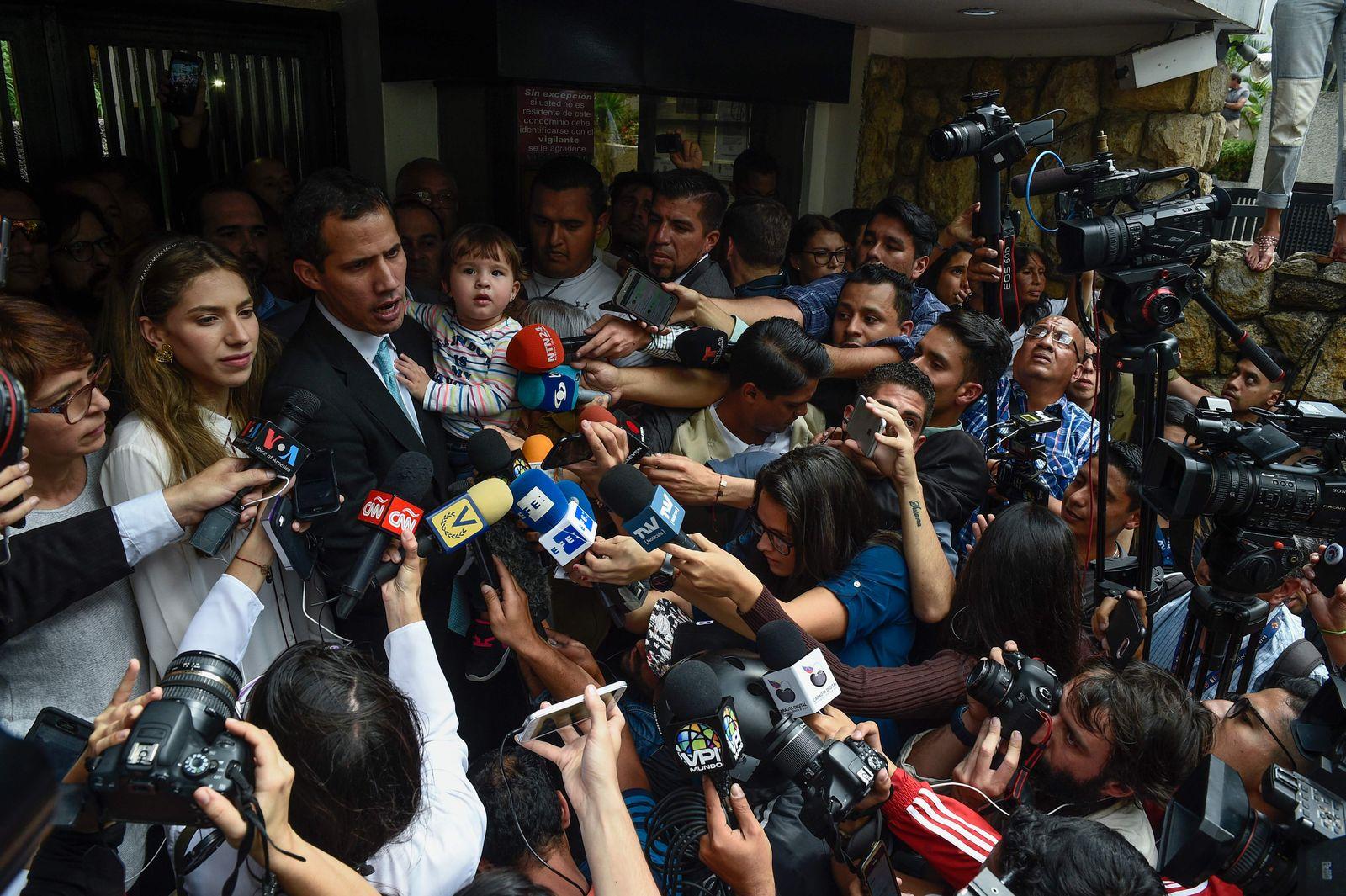 TOPSHOT-VENEZUELA-CRISIS-OPPOSITION-GUAIDO