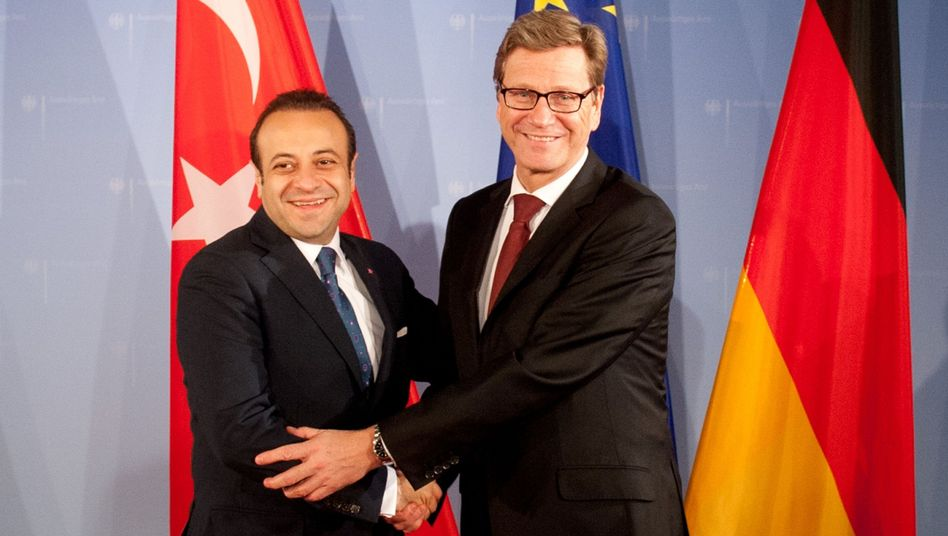 Westerwelle (r.), türkischer Europaminister Bagis: Debatte über Urteil gegen Beschneidung