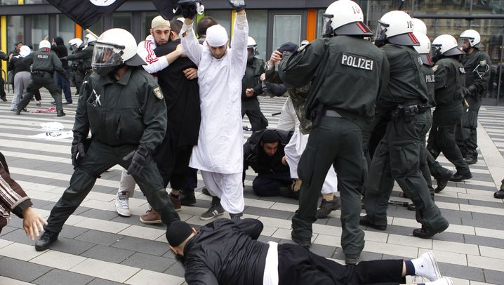 Pro-NRW-Demo: Polizei fürchtet neue Salafisten-Krawalle in Köln