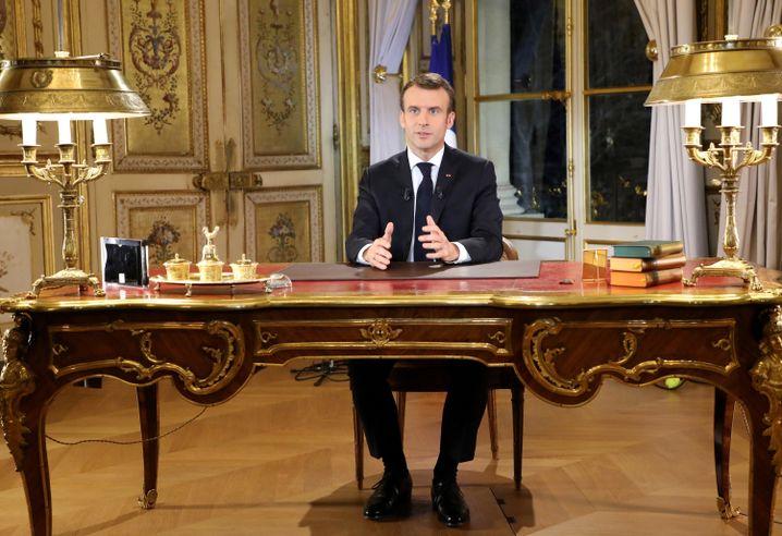 Emmanuel Macron bei seiner Fernsehansprache