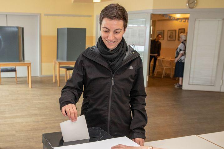 Hat gut lachen: Ska Keller bei der Stimmabgabe