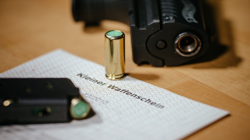 Kleiner Waffenschein zwischen Schreckschuss-Pistole und Knallpatrone: Großes Interesse