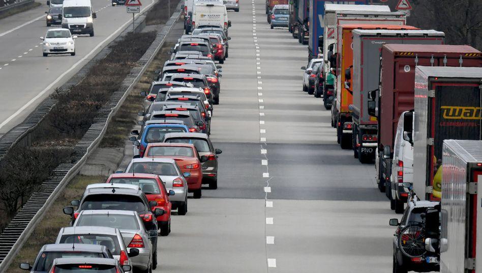 Verkehrsclubs erwarten an diesem Wochenende Stillstand auf vielen Autobahnen