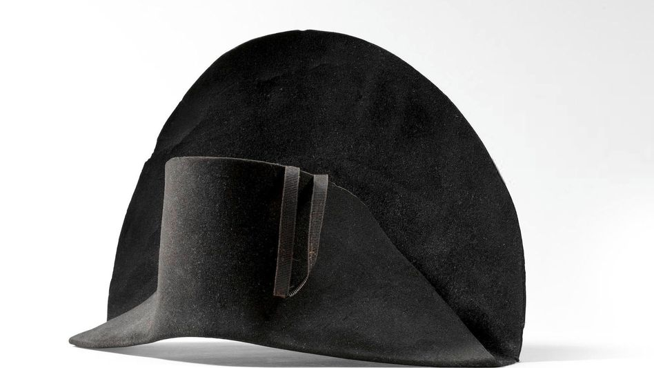 Der Hut, der hat zwei Ecken