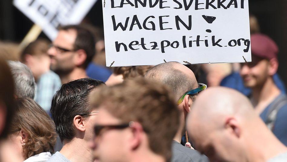 """Demo von Netzpolitik.org-Unterstützern in Berlin: """"Nicht in einzelne Ermittlungsschritte hineinregieren"""""""