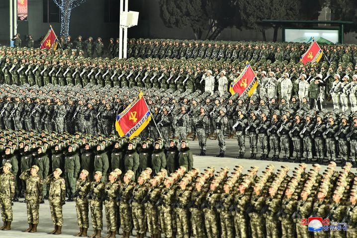 Militärparade in Pjöngjang am 14. Januar: Angeblich »mächtigste Waffe der Welt«