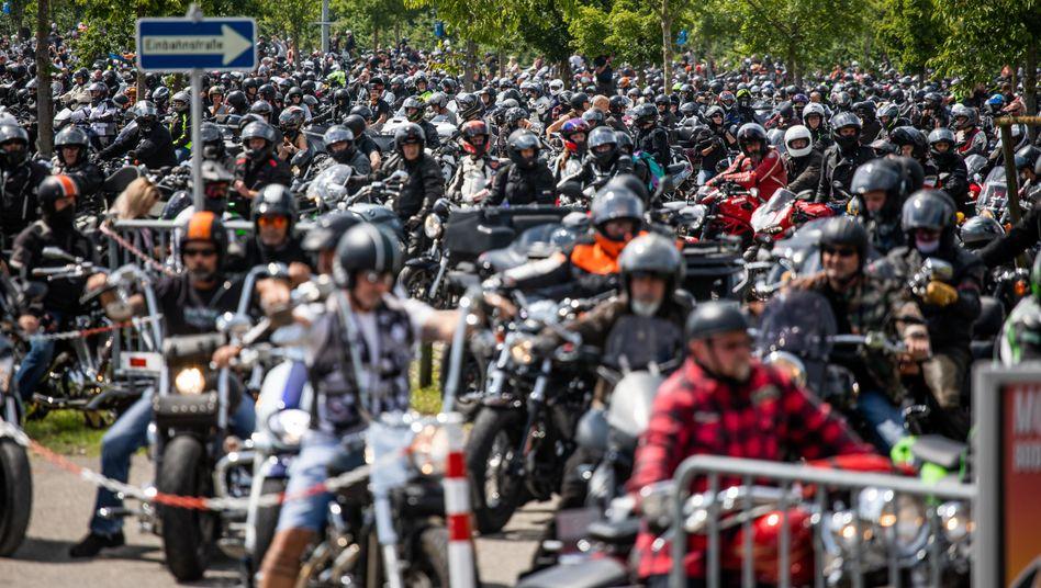 Motorradprotest in Friedrichshafen: Zehntausende knatterten am Samstag mit ihren Maschinen durch Deutschland