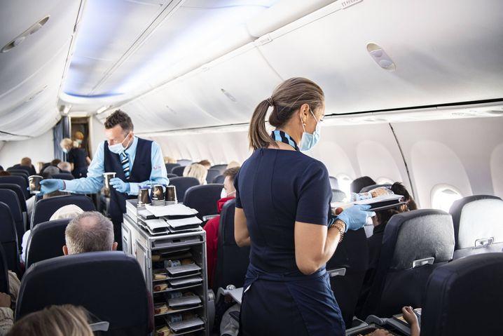 Flugbegleiterin (Symbolbild): Nach der Landung von der Bundespolizei in Empfang genommen