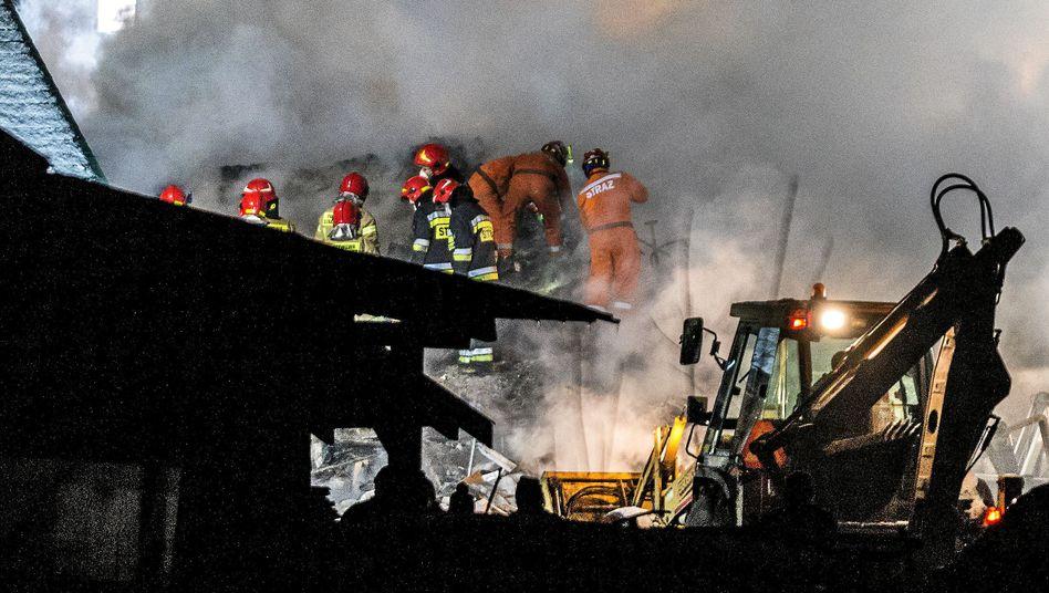 Hundert Feuerwehrleute und 50 Polizisten sind an der Rettungsaktion beteiligt