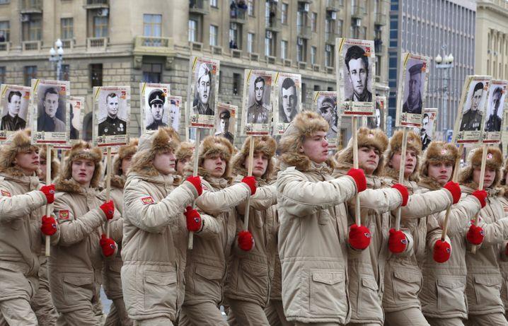 Parade zum 75. Jahrestag der Schlacht um Stalingrad im Zweiten Weltkrieg