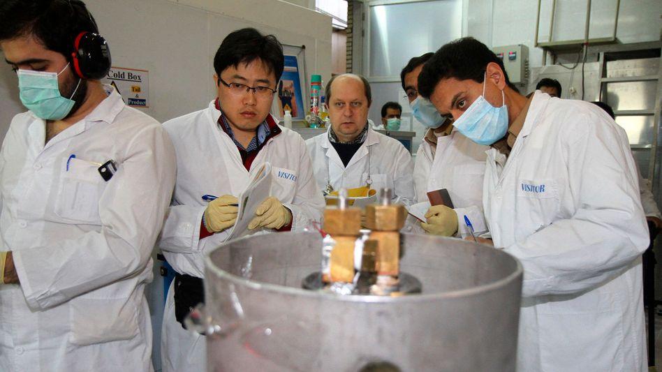 IAEA-Kontrolleure in iranischer Atomanlage Natans: Abkommen in Kraft