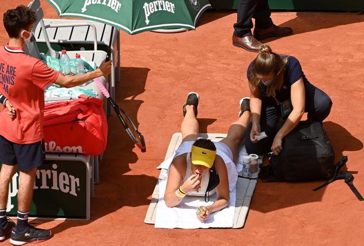 Paris, 26 Grad, die Sonne scheint, die Gummibärchen schmecken: Anastasia Pawljutschenkowa während einer Behandlungspause