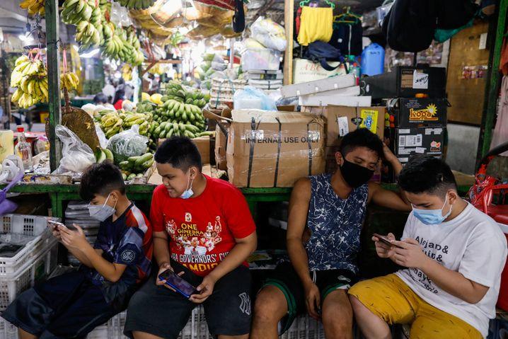 Manila, Philippinen: Corona-Tracking-Apps könnten sensible Daten gefährden, wenn sie schlecht entwickelt sind