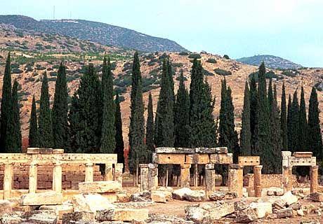 Schon die Römer genossen die Thermalquellen: Die antiken Ruinen und Bauten von Hierapolis zeugen davon