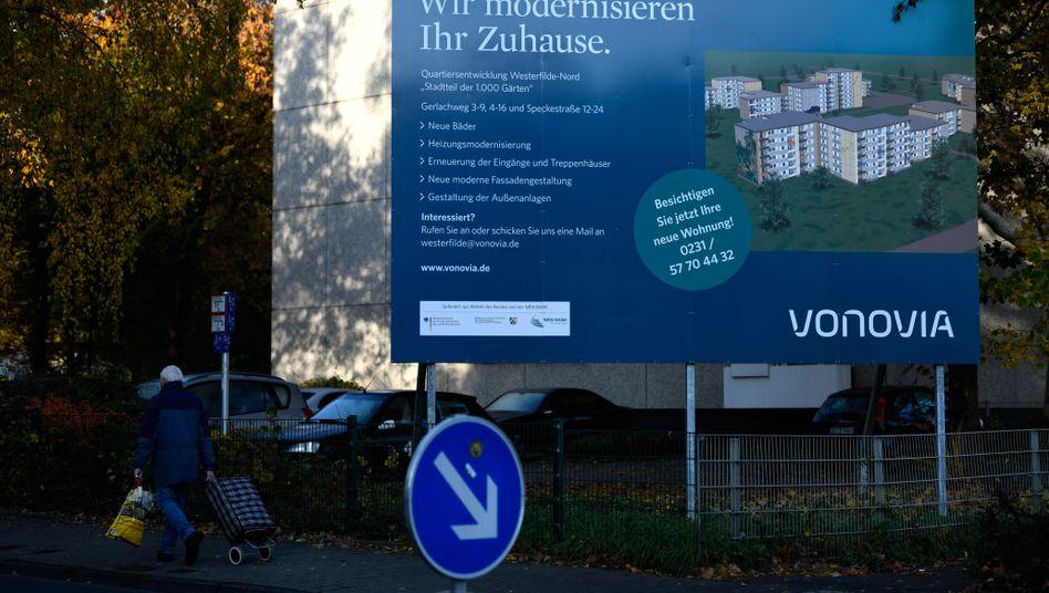 Vonovia-Infotafel (in Dortmund): Der Konzern erhöht die Ausgaben für Modernisierungen