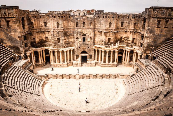 Das Amphitheater von Bosra vor dem Krieg