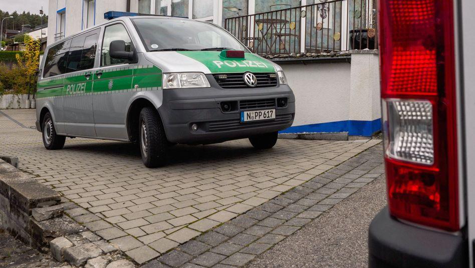 """Polizeiauto vor dem Haus von """"Reichsbürger"""" Wolfgang P."""