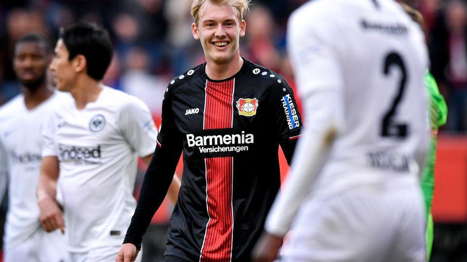 Bei Leverkusen klappte fast alles - Julian Brandt (Mitte) muss lachen