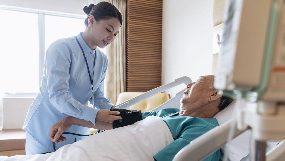Betreuung im Krankenhaus (Symbolbild)