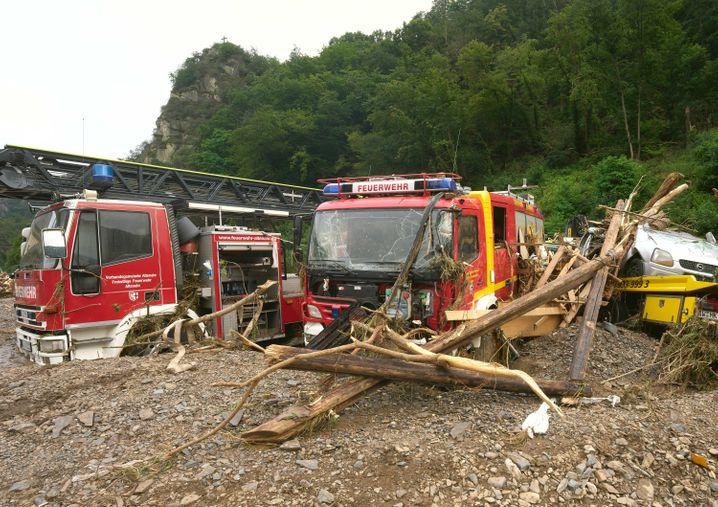 Vom Hochwasser beschädigte Feuerwehrfahrzeuge in Rheinland-Pfalz