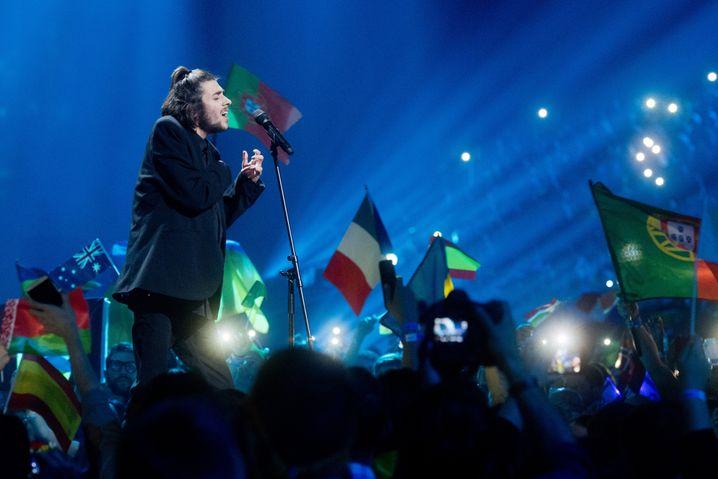 Salvador Sobral bei der Siegesperformance von »Amor pelos dois« beim 62. Eurovision Song Contest 2017 in Kiew