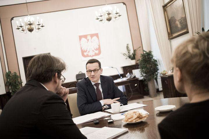 Morawiecki, SPIEGEL-Redakteur Jan Puhl in Warschau