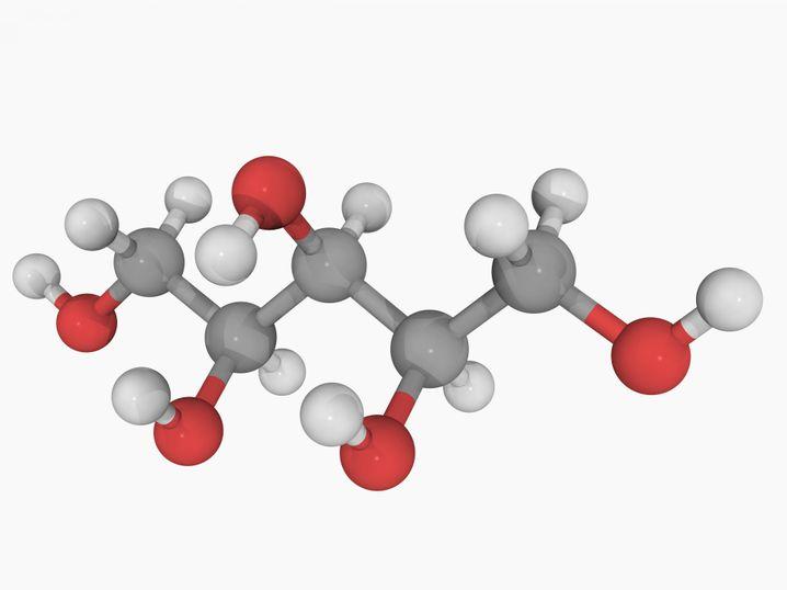 Xylitol-Molekül: Mix aus Kohlenstoff (grau), Sauerstoff (rot) und Wasserstoff (weiß)