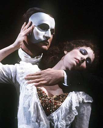 """Szene aus """"Phantom der Oper"""" (in Hamburg): Lange Gesichter bei der Abrechnung"""