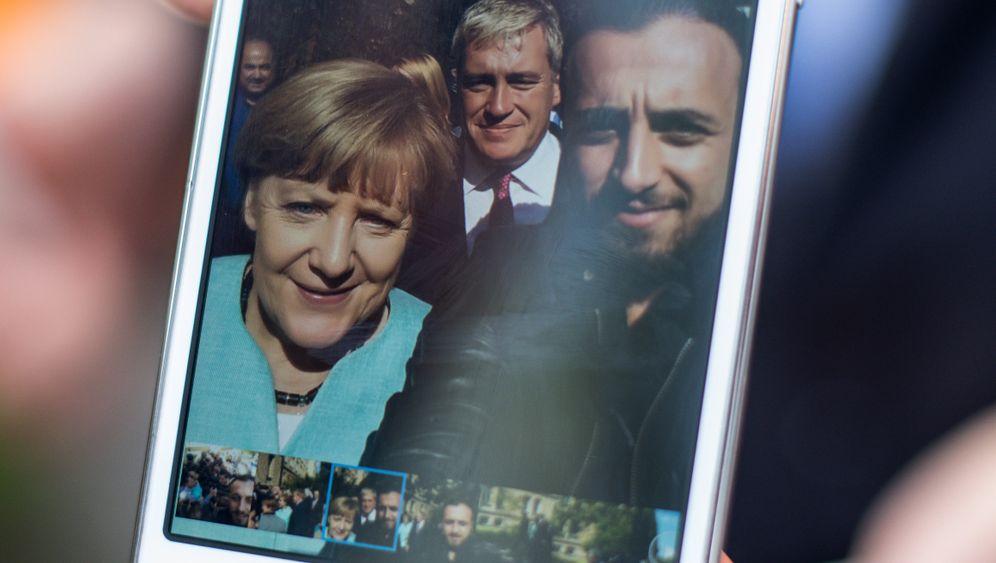 Flüchtlingsselfie mit Merkel 2015: Der Riss wurde sichtbar