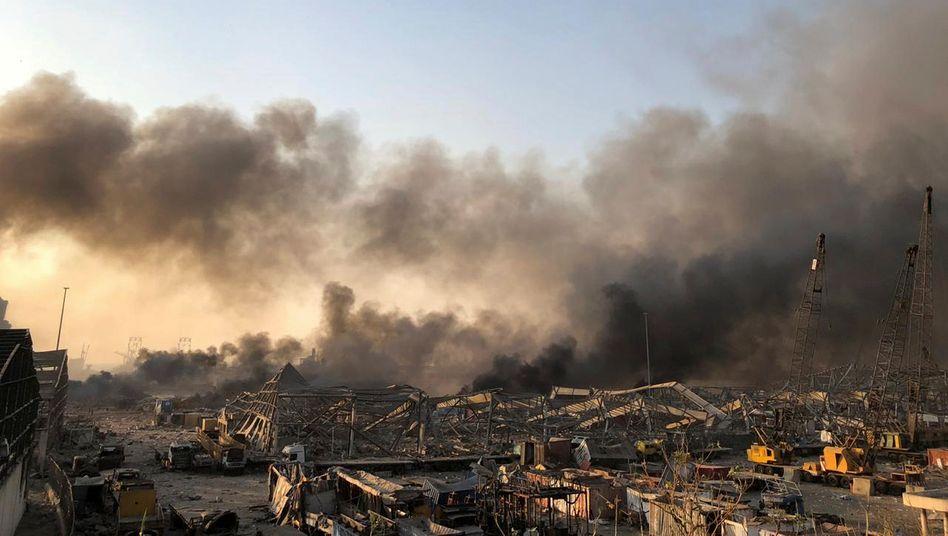 Nach der Explosion zogen Rauchwolken über die zerstörten Gebäude in Beirut