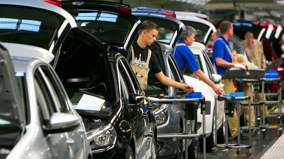 Leiharbeit: Ein Fließband, viele Arbeitgeber