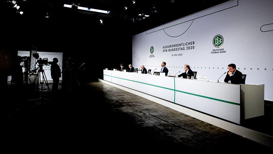 Beim außerordentlichen Bundestag des DFB wurde die Fortsetzung der 3. Liga beschlossen