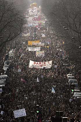 Demonstrationszug, am Samstag in Paris: Hat Villepin die Reform vor die Wand gefahren?
