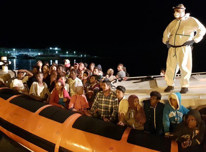 Flüchtlinge bei der Ankunft in Lampedusa, Italien