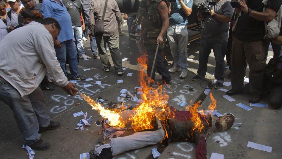 Krawalle in Argentinien: Demonstranten attackieren britische Botschaft