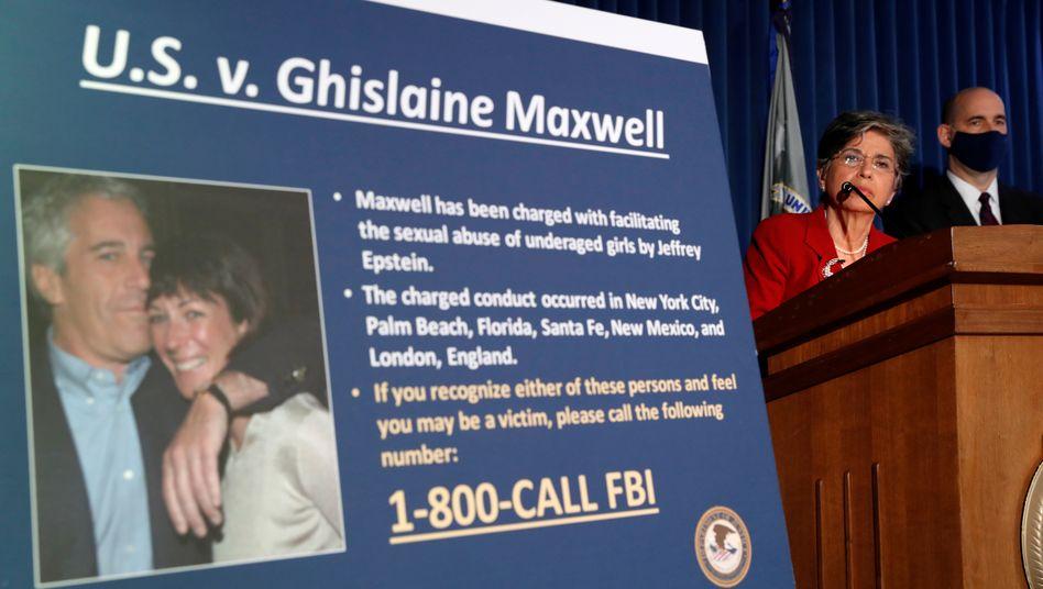 Foto von Epstein und Maxwell auf einer Pressekonferenz im Juli