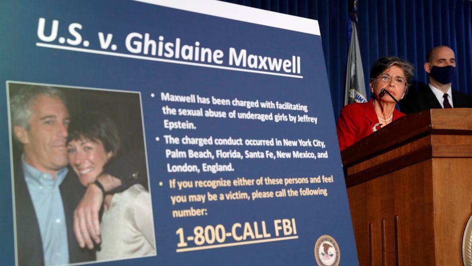 """Foto von Jeffrey Epstein und Ghislaine Maxwell: Die Ex-Freundin des verurteilten Sexualstraftäters plädiert auf """"nicht schuldig"""""""