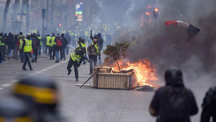 """""""Gelbwesten"""": Wasserwerfer und Tränengas"""