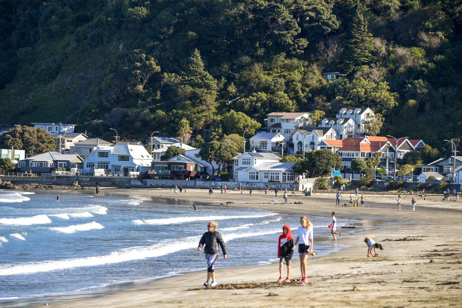(200428) -- WELLINGTON, April 28, 2020 -- People walk on a beach in Wellington, New Zealand, April 28, 2020. New Zealan