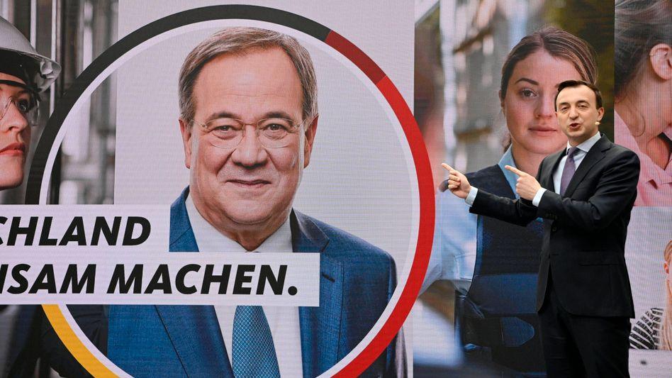 CDU-Generalsekretär Ziemiak mit Laschet-Plakat: »Kandidat und Image passen zueinander«