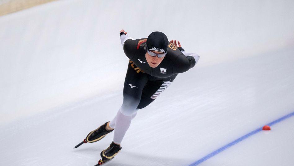 Claudia Pechstein holt ihren 39. deutschen Meistertitel ohne deutsche Konkurrenz