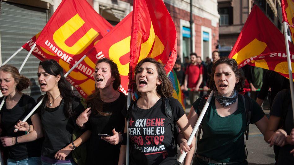 Anti-Europa-Demonstranten in Rom: Kampagne gegen den Euro, die Reichen und das deutsche Gift