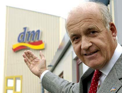 Dm-Gründer Werner: Wirtschaft muss die Menschen mit Geld ausstatten
