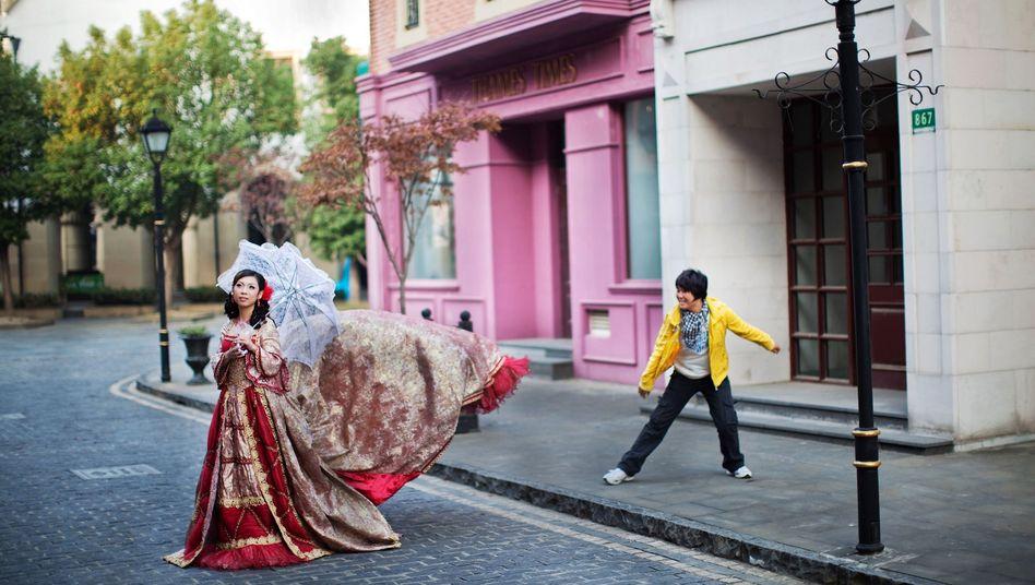Zu Hochzeiten in China gehören nicht nur pompöse Bilder, sondern auch viele Trinksprüche