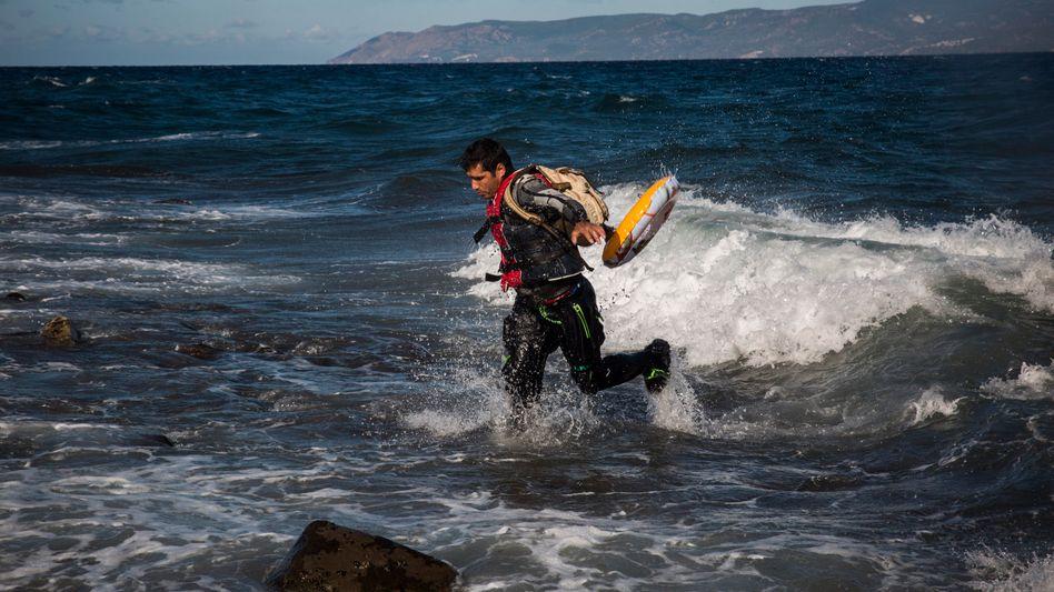 Gekentertes Flüchtlingsboot: Küstenwache fürchtet Dutzende Tote nach Unglück vor Lesbos