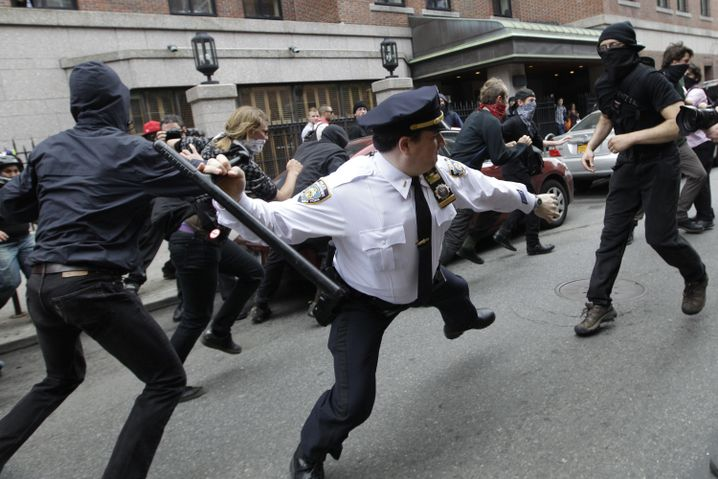 Occupy Wall Street gegen NYPD-Cop (2012)