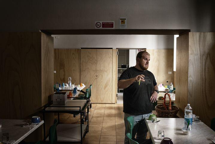 Sozialarbeiter Emilio Cozzo im Centro Astalli