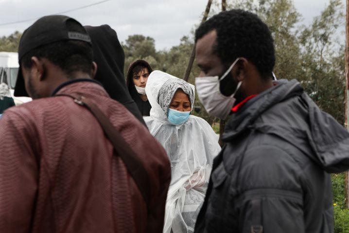 Ein Wasserhahn für Hunderte Menschen: Wer in Moria lebt, muss hoffen, dass das Virus das Camp nicht erreicht