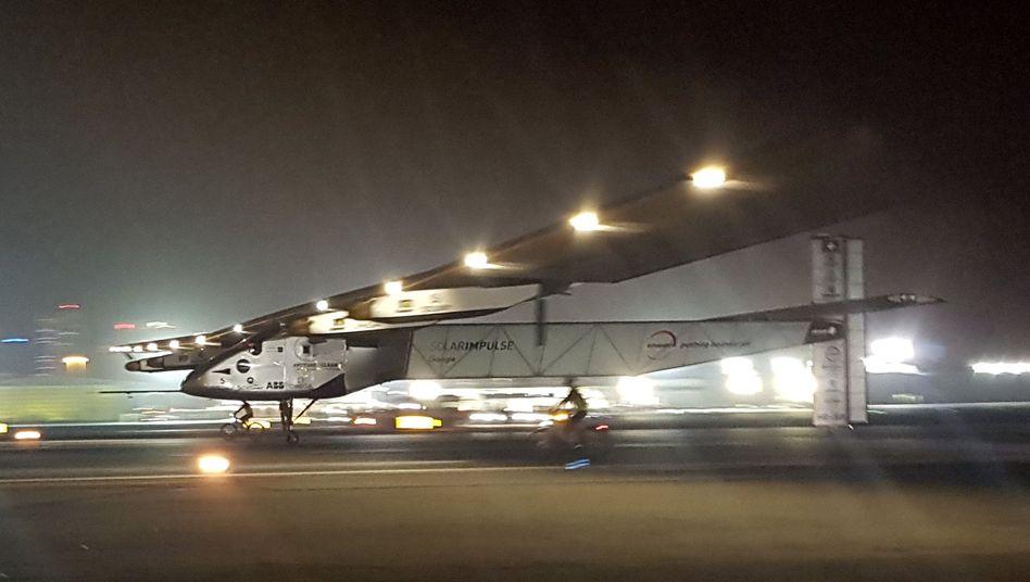 "Landung in Abu Dhabi: ""Solar Impulse 2""gelingt historische Weltumrundung"