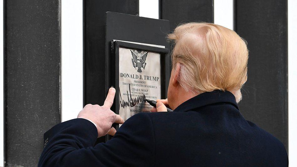 Damaliger US-Präsident Trump am Grenzzaun in Alamo, Texas (am 12. Januar)